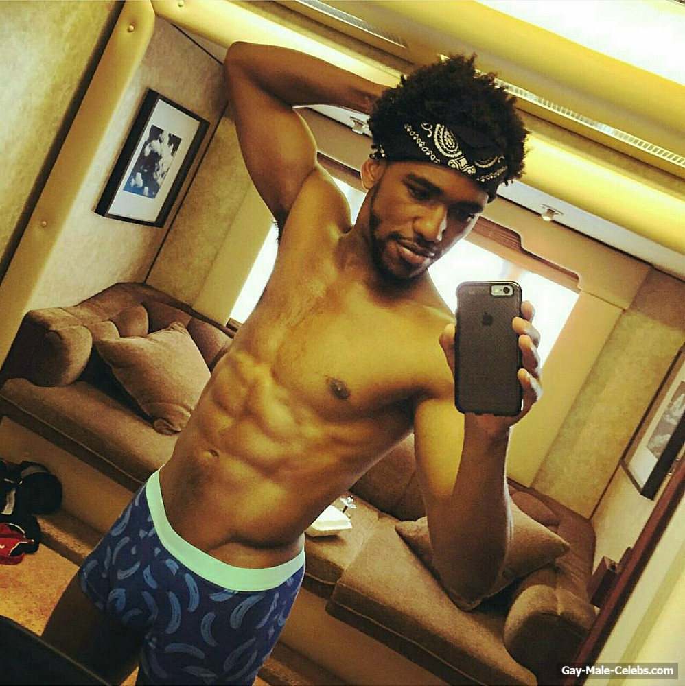 Brandon Mychal Smith Shirtless And Underwear Selfie  Gay -4904