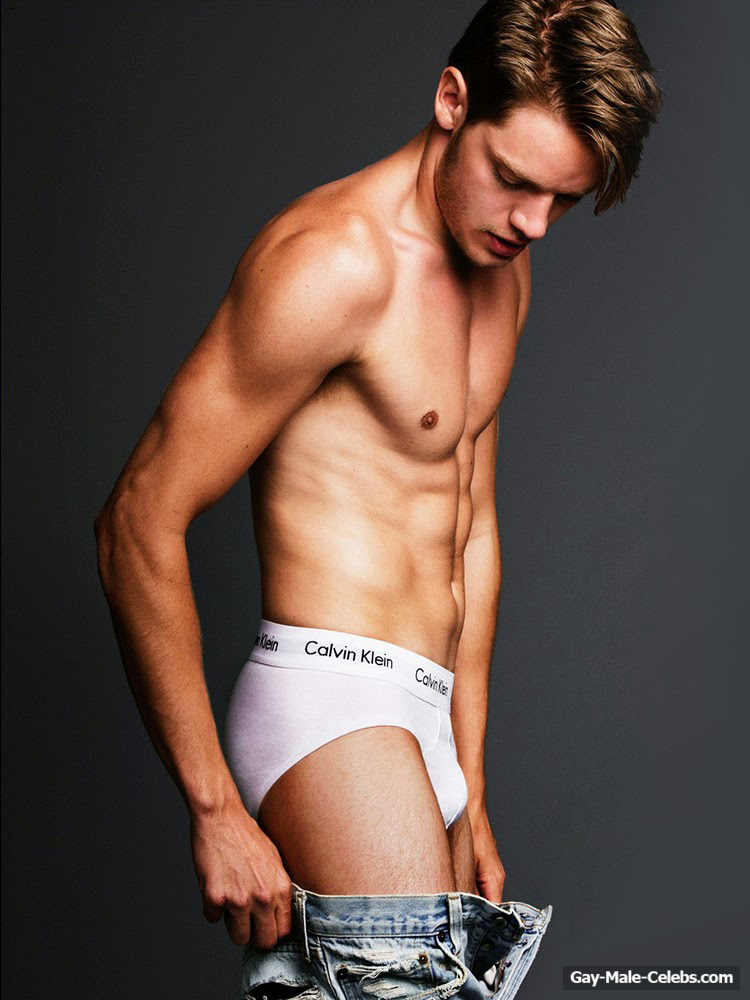 Dominic Sherwood  Gay-Male-Celebscom-5150