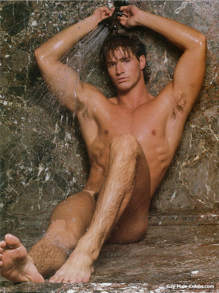 Brian Buzzini  Gay-Male-Celebscom-2046