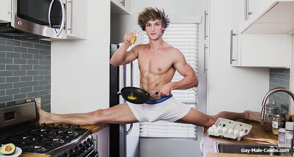 Ken undress cock in the kitchen