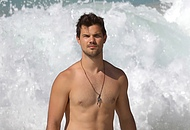 Taylor Lautner Nude