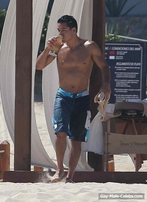 mario lopez get nude on beach