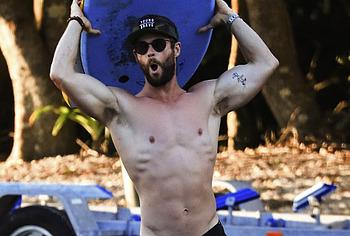 Chris Hemsworth nude