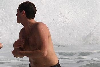 Justin Bartha nude