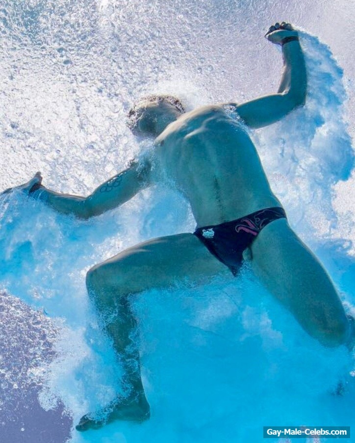 Gay naked ass underwater