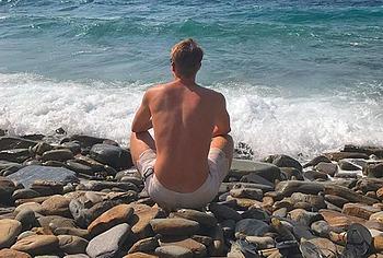 Enzo Knol nude