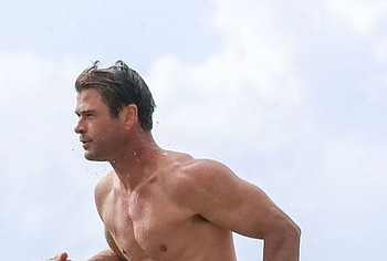 Chris Hemsworth nude