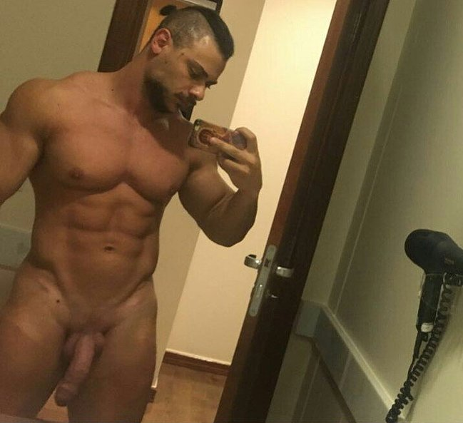 Leo Stronda nude