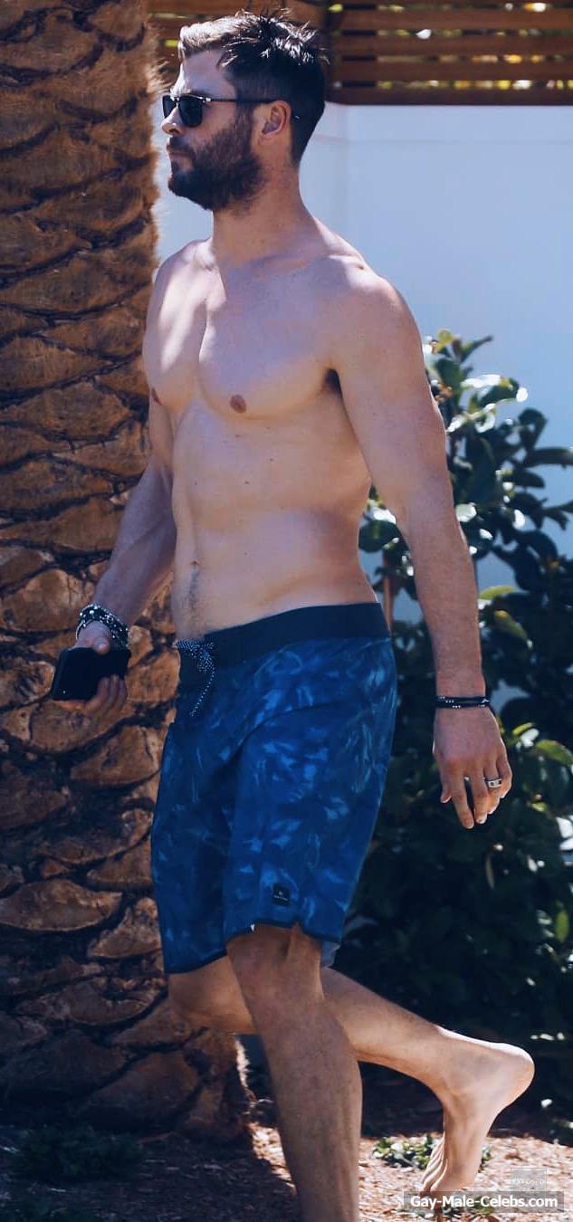 Hollywood Star Chris Hemsworth Shirtless And Sexy
