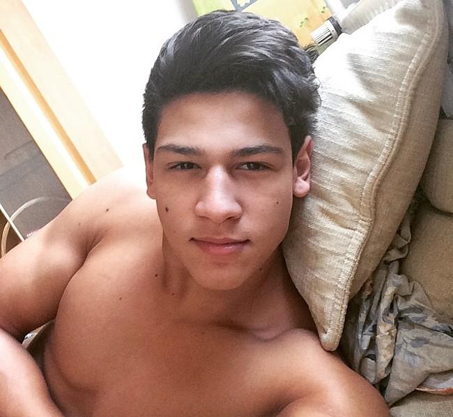 Emilio Sakraya nude