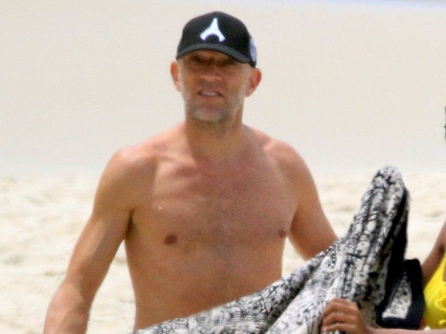 vincent cassel naked on beach