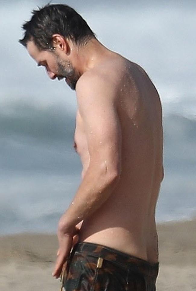 Keanu reeves naked