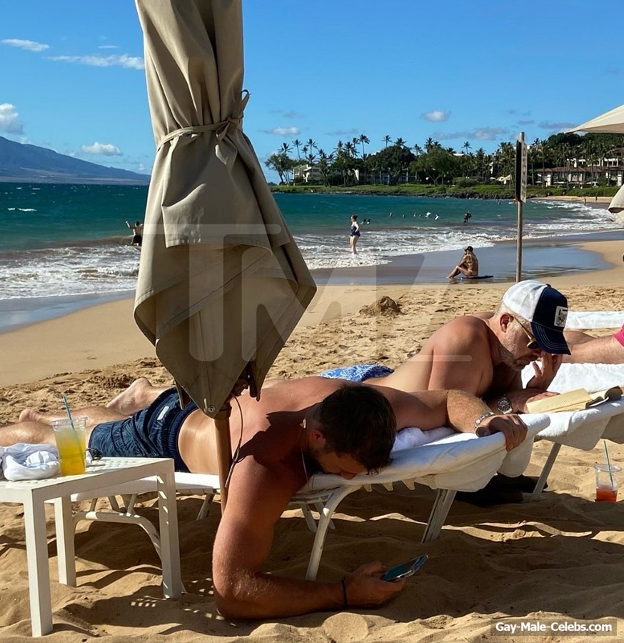 Colton Underwood Shirtless & Hot Kiss On A Beach